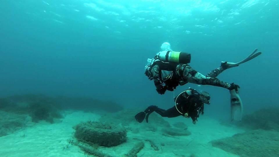 divers_scuba_diving